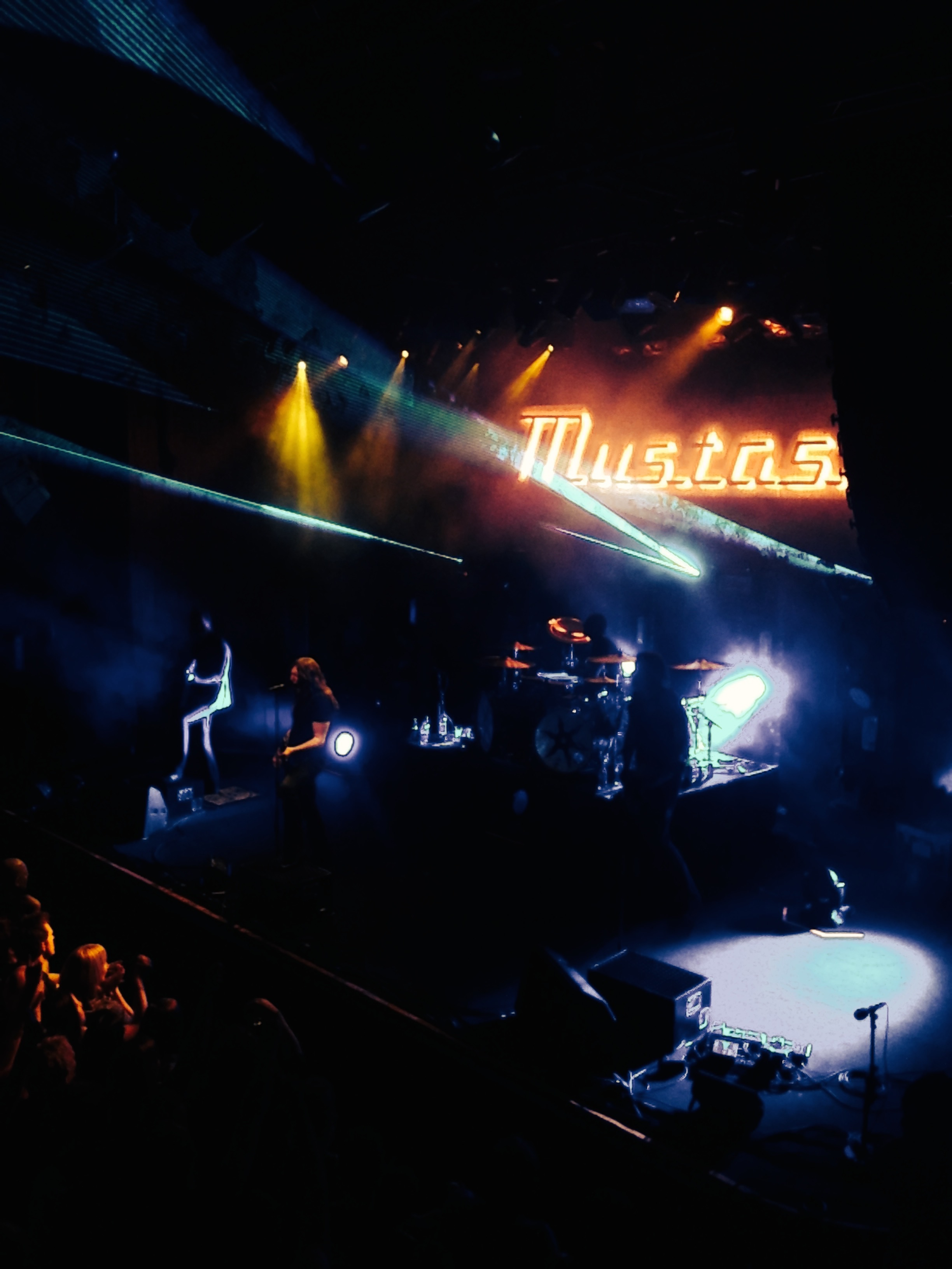 konsert-mustasch-spelning-edh