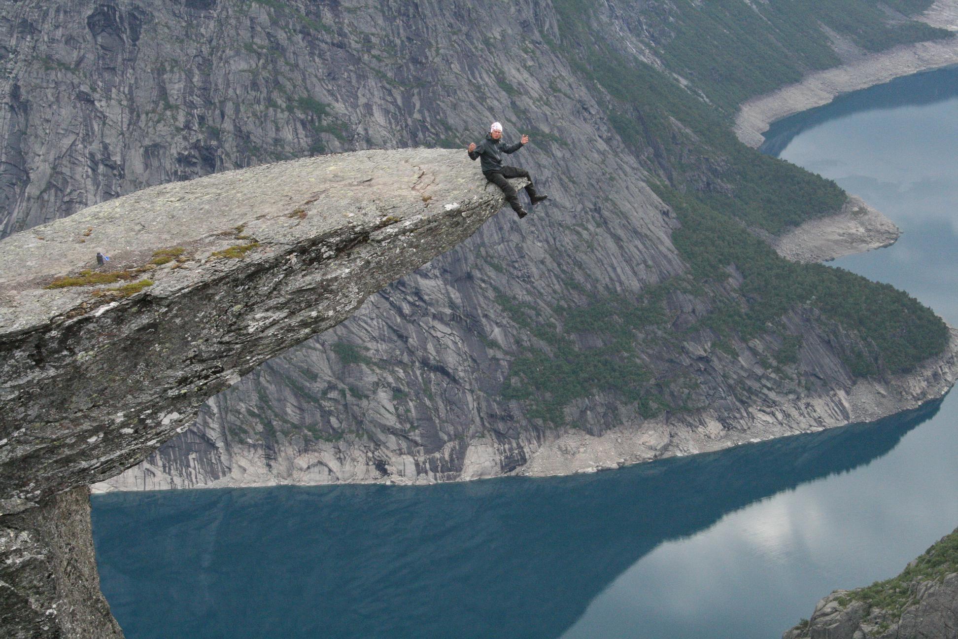 norge-trolltunga-fjord-klattring