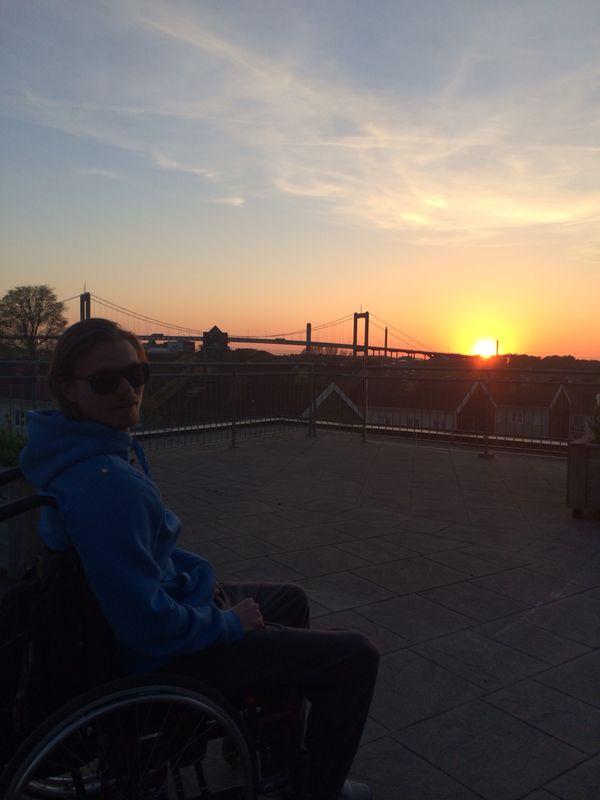 solnedgang-rullstol-takterrass